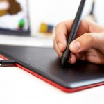 One by Wacom CTL-472 (Small/Black-Red)